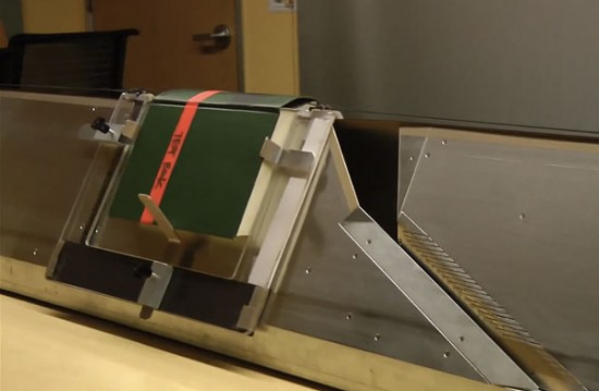 В Компании Google построили сканер который сканирует целые книги