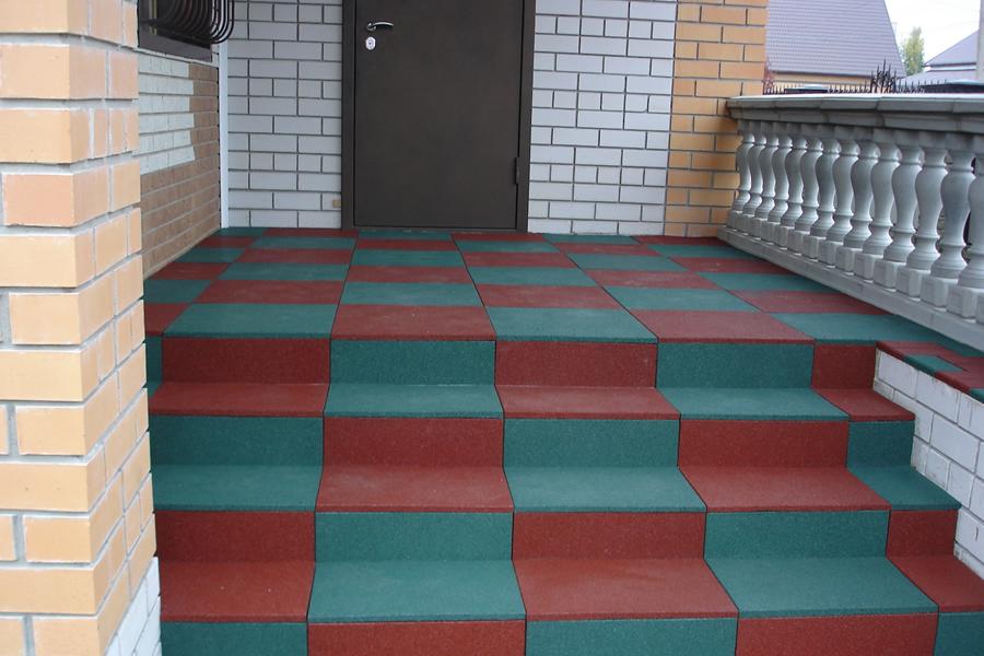 Резиновая плитка – прекрасное решение для загородного участка