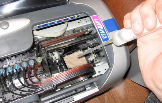 Как аккуратно почистить головку принтера в домашних условиях?